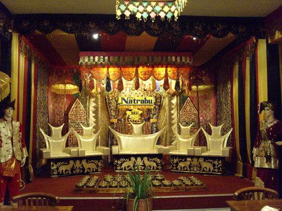 Natrabu Minang: Colourful