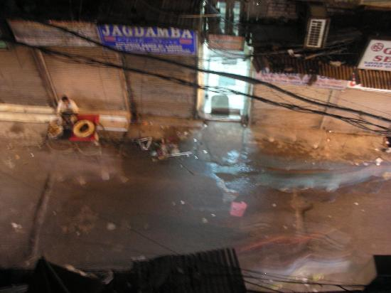 Hotel Shelton: View of Main Bazaar Rd from our balcony at night