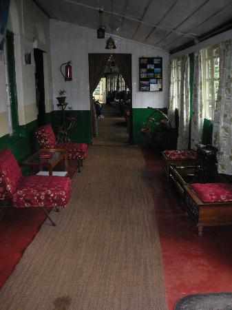 Hotel Alice Villa: Looking towards the entrance