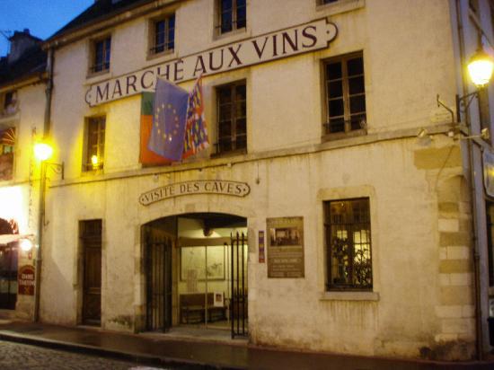 "Hotel Foch : Walking distance to the famous ""Marche aux Vins"""