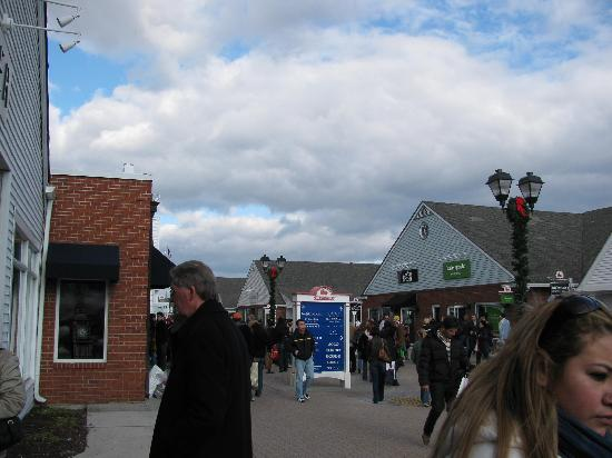 Woodbury Common Premium Outlets: woodbury commons