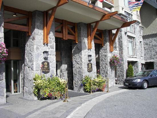Pan Pacific Whistler Village Centre : Front entrance