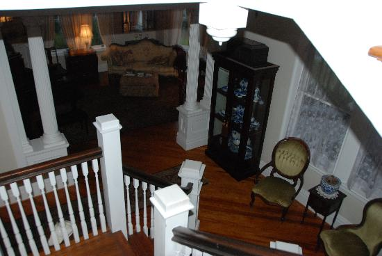 North Street Inn Bed & Breakfast: Classic stairs to second floor bed rooms
