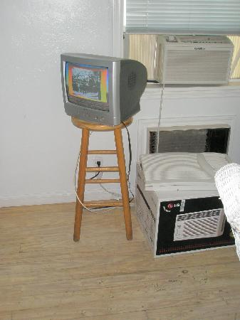 Smallest Bar Inn: The TV in our room - only one channel despite the cable you see