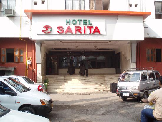 Hotel Sarita: Entrance view to Hotel
