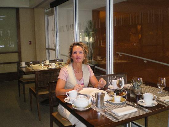 The Beverly Hilton: Me having breakfast