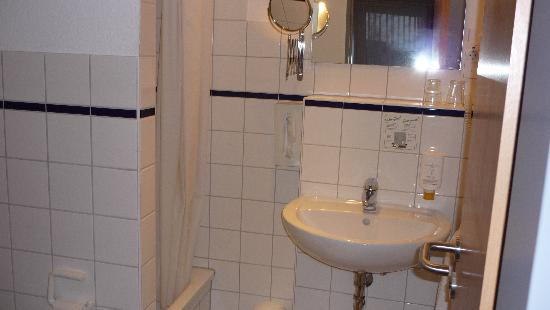 Stadthotel Dusseldorf : Bathroom 324