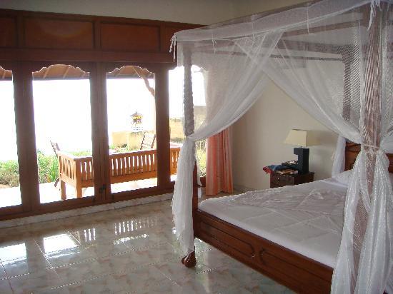 Poinciana Oceanside Resort & Retreat Centre: Family Villa Bedroom