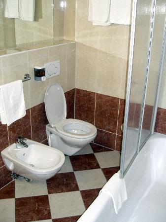 Der Wilhelmshof: bathroom