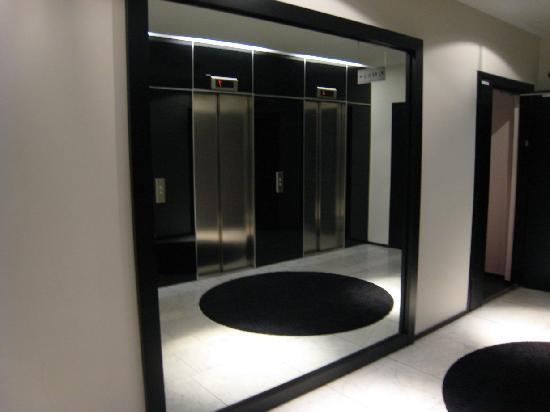 GLO Hotel Kluuvi Helsinki : Hotel GLO lift lobby
