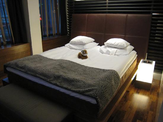 GLO Hotel Kluuvi Helsinki : Hotel GLO Corner Suite - bedroom area