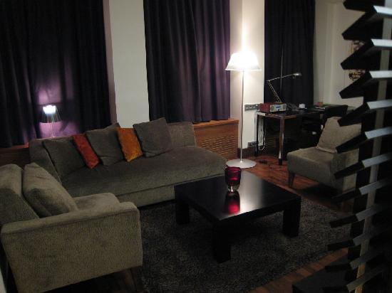 GLO Hotel Kluuvi Helsinki: Hotel GLO Corner Suite - lounge area