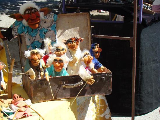 El Bolson, Argentina: Marionetas en la feria de artesanos