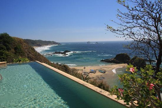 Casa Pan de Miel: Relaxing at the pool