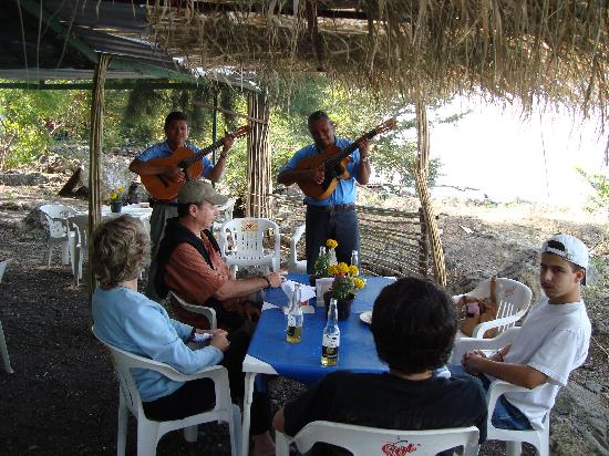 Lake Chapala: A little Mariachi entertainment on Scorpion Island