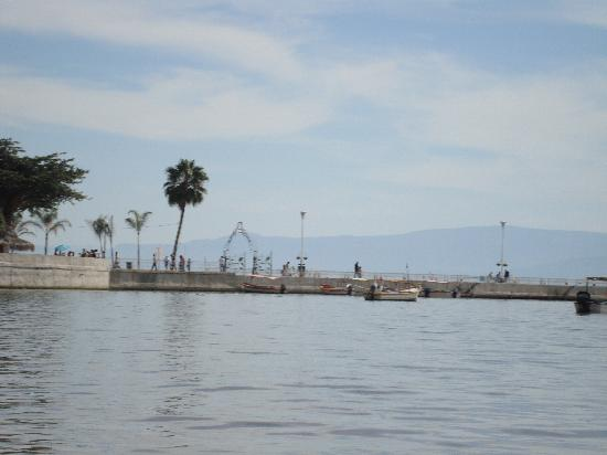 Jalisco, Meksiko: The pier with 85-95% Lake Capacity