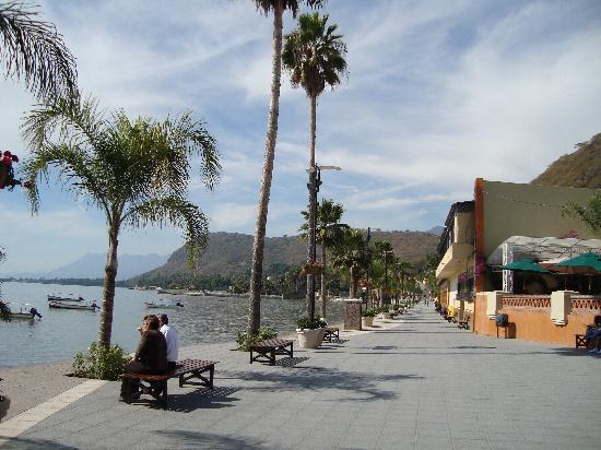 Jalisco, Meksiko: The Malecon in Chapala