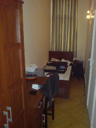 Hotel Central Inn: Mi habitación, bastante estrecha.