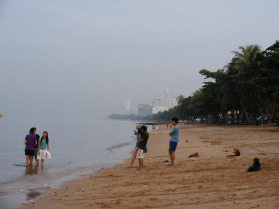 RS Sea Side Hotel : Jomtien Beach in the morning