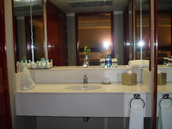 Hilton Guadalajara: Bathroom Sink