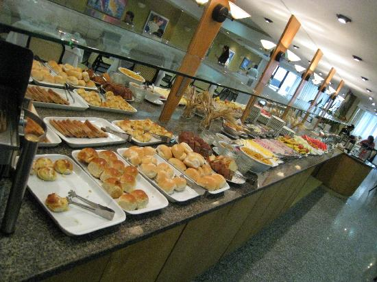 Copacabana Mar Hotel: Breakfast Buffet