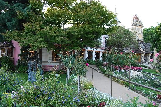 Madonna Inn: Gardens/Cafe/Steak House