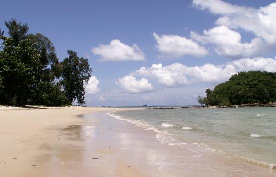 Klong Muang Sunset Hotel: deserted beach is normal
