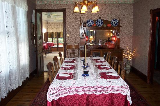 Albert Stevens Inn: Dining room where breakfast is served
