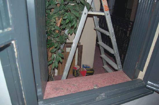 Arnaud Bernard Hotel: My nice view - with ladder throughtfully provided for thieves
