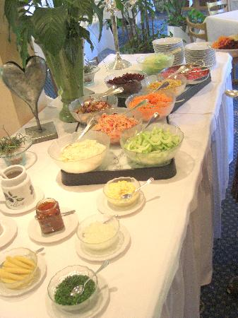 Hotel Friedheim: The salad bar - fresh every day!