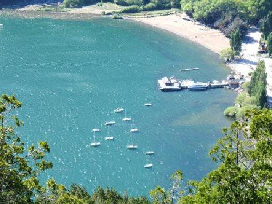 Le Chatelet Hotel: View of Harbor from mountain road above
