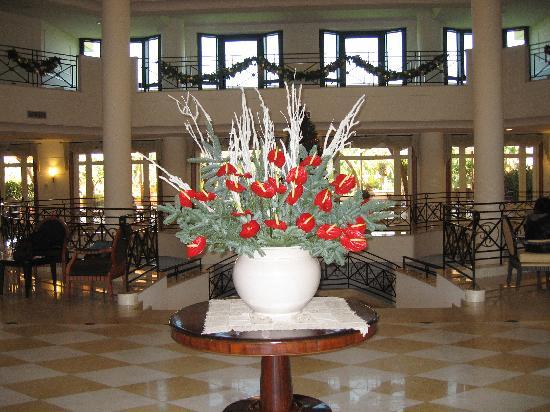 Savoy Beach Hotel: Veduta dell'ingresso