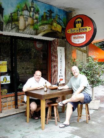 Um Meia Tres: Break for a Beer - Santa Teresa