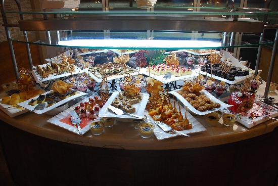 Porto Bello Hotel Resort & Spa : One of the dessert tables, there was another full of baklavas!
