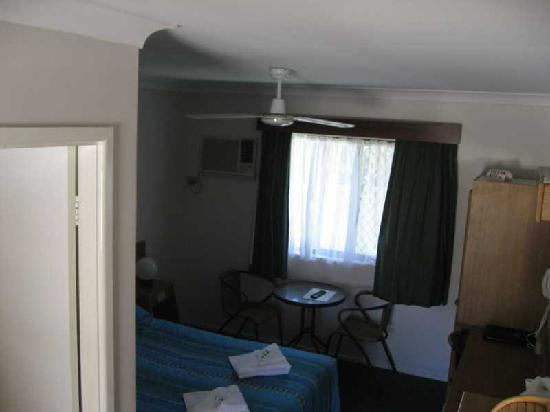 Toreador Motel: Room