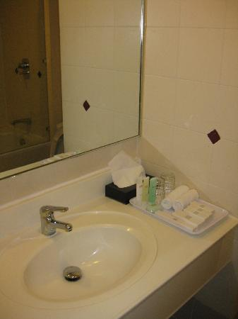 Q Hotel Kuala Lumpur: wash room
