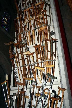 Sanctuaire Sainte-Anne-de-Beaupre: Crutches of the Cured