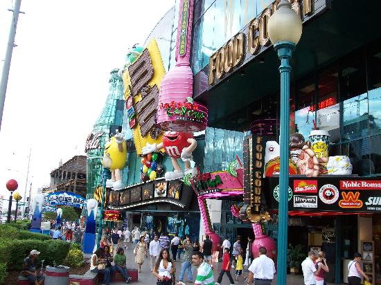 MM outside - Picture of M&M'S World Las Vegas, Las Vegas - TripAdvisor
