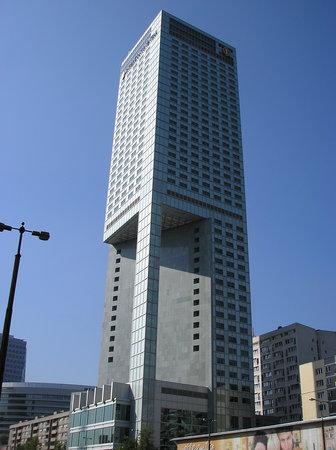 โรงแรมอินเตอร์คอนติเนนตัลวอร์ซอว์: exterior del hotel