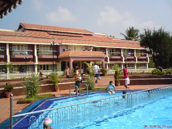 Hotel Goan Heritage: hotel main bldg with reception