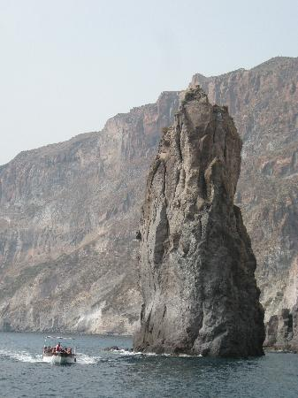 Aeolian Islands, Italia: journeying to and from the islands