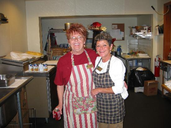 Quality Inn On the Strip: two lovely ladies cooks breakfast every morning