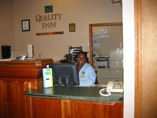Quality Inn On the Strip: ms. annette at front desk  with a smile