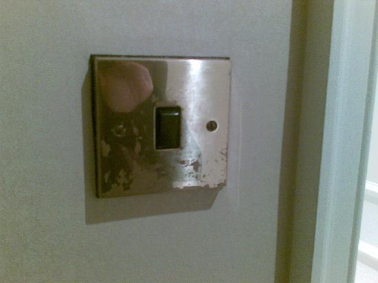 โรงแรมเวสต์บิวรี เมย์แฟร์: tired details