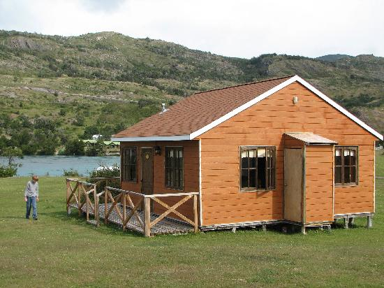Hotel Lago Tyndall: Our cabin with the Rio Serrano behind
