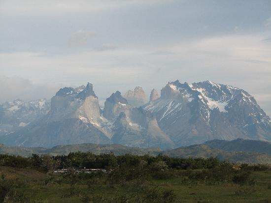 Cabanas Lago Tyndall: View to the Cuernos from Lago Tyndall Cabins