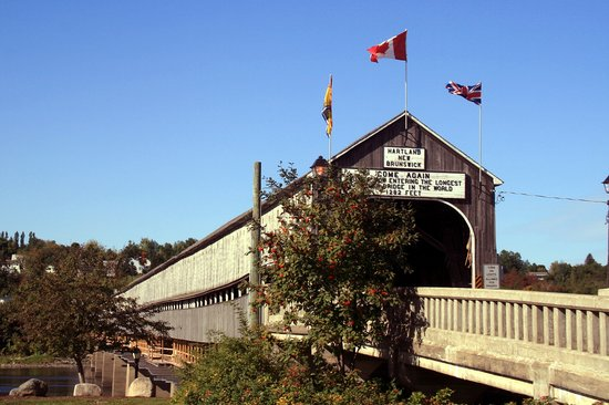 Hartland, Canadá: Diagonal View of the Bridge