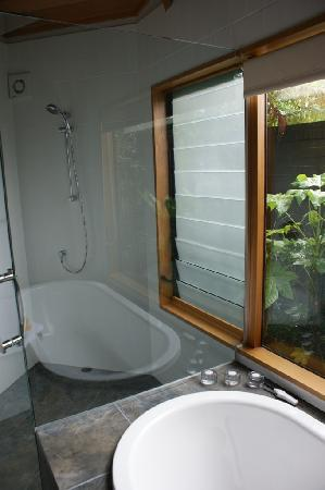 River Birches Lodge: The Majors Room Bathroom