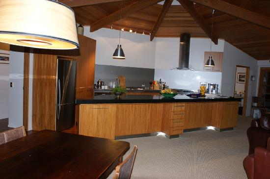 River Birches Lodge: The kitchen area in the main house