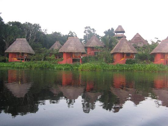 Napo Wildlife Center Ecolodge: The Lodge seen from the lake